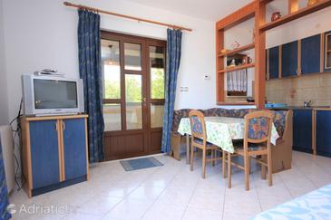 Liganj, Dining room in the studio-apartment, air condition available, (pet friendly) and WiFi.