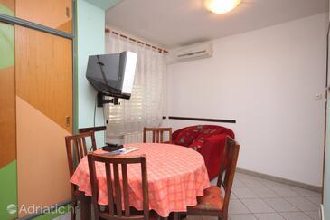 Lovran, Dining room in the apartment, dostupna klima, dopusteni kucni ljubimci i WIFI.