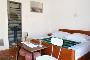 Novi Vinodolski, Bedroom in the room.