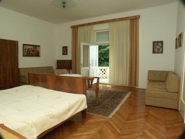 Crikvenica, Bedroom in the room.