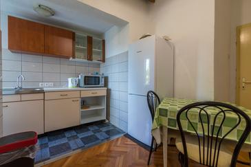 Selce, Dining room in the apartment, (pet friendly) and WiFi.