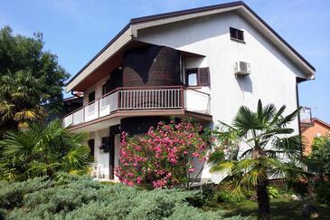 Malinska, Krk, Объект 2390 - Апартаменты с галечным пляжем.