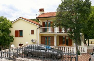 Povile, Novi Vinodolski, Obiekt 2398 - Apartamenty ze żwirową plażą.