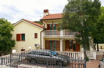 Povile, Novi Vinodolski, Объект 2398 - Апартаменты с галечным пляжем.