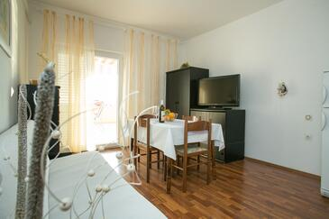 Zubovići, Dining room in the apartment, (pet friendly) and WiFi.