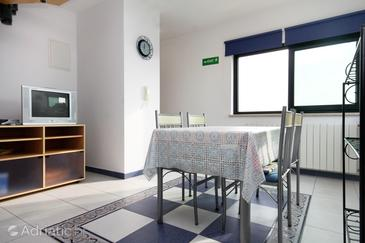 Rovinj, Dining room in the apartment, air condition available and WiFi.