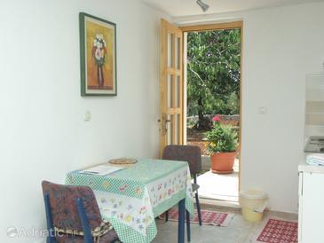 Rovinj, Dining room in the studio-apartment, dostupna klima i WIFI.