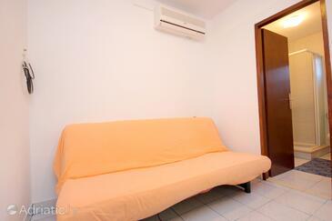 Komiža, Living room in the apartment, dostupna klima.