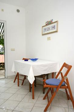 Novi Vinodolski, Dining room in the studio-apartment, dopusteni kucni ljubimci.