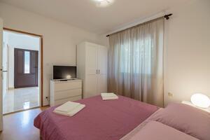 Apartments with WiFi Komiža, Vis - 2420