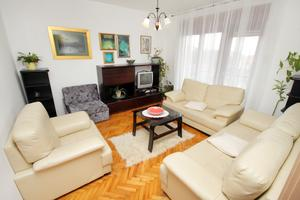 Appartements avec parking Novi Vinodolski - 2423