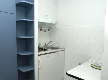 Komiža, Kuchyně v ubytování typu studio-apartment, domácí mazlíčci povoleni a WiFi.