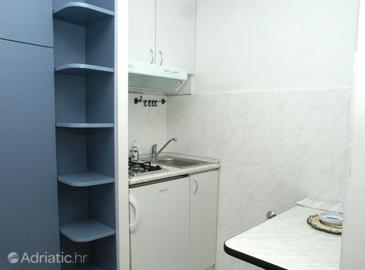 Komiža, Kitchen in the studio-apartment, dopusteni kucni ljubimci i WIFI.
