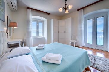 Komiža, Ložnice v ubytování typu room, s klimatizací, domácí mazlíčci povoleni a WiFi.