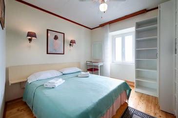 Komiža, Spavaća soba u smještaju tipa room, dostupna klima, kućni ljubimci dozvoljeni i WiFi.