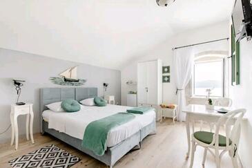 Vis, Bedroom in the room, dostupna klima i WIFI.