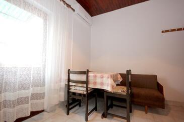 Vis, Jadalnia w zakwaterowaniu typu apartment, dostupna klima.
