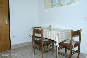 Vis, Dining room in the studio-apartment, dopusteni kucni ljubimci.