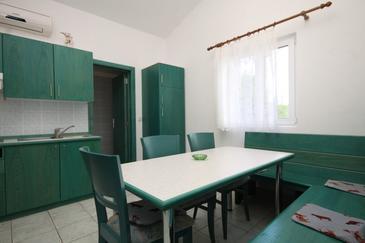 Rukavac, Dining room in the apartment, dopusteni kucni ljubimci.