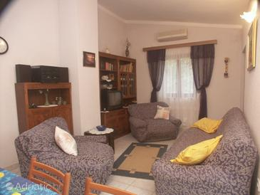 Artatore, Living room in the apartment, air condition available and WiFi.