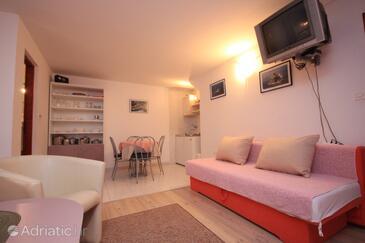 Vis, Obývací pokoj v ubytování typu studio-apartment, domácí mazlíčci povoleni a WiFi.