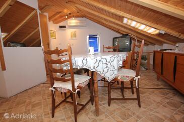 Komiža, Dining room in the apartment, dostupna klima.