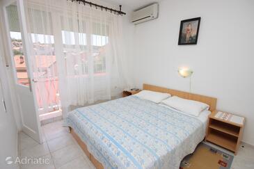 Mali Lošinj, Spavaća soba u smještaju tipa room, dostupna klima, kućni ljubimci dozvoljeni i WiFi.