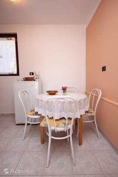 Mali Lošinj, Dining room in the studio-apartment, (pet friendly) and WiFi.