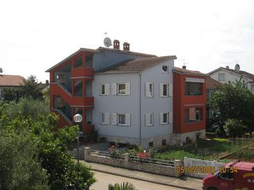 Umag, Umag, Property 2490 - Apartments with sandy beach.