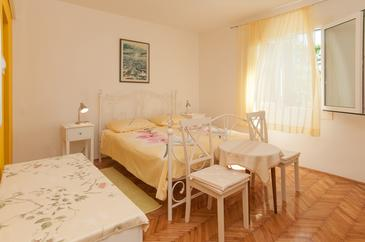 Mali Lošinj, Bedroom in the room, air condition available, (pet friendly) and WiFi.