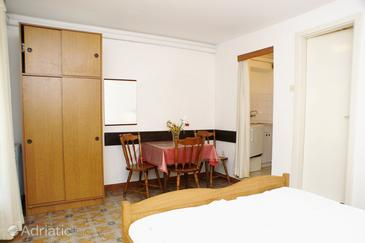 Trpanj, Dining room in the studio-apartment, (pet friendly).