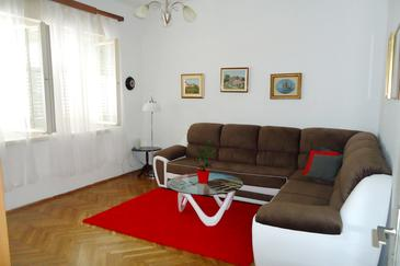 Orebić, Sala de estar in the apartment, air condition available y WiFi.