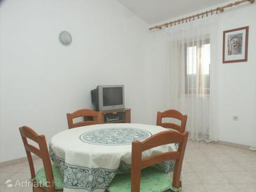 Loznati, Dining room in the apartment, air condition available, (pet friendly) and WiFi.