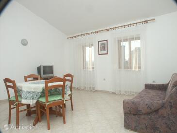 Loznati, Dining room in the apartment, dostupna klima, dopusteni kucni ljubimci i WIFI.