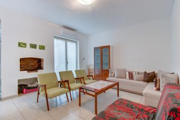 Nerezine, Living room in the apartment, air condition available, (pet friendly) and WiFi.