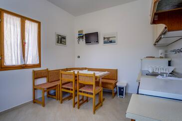 Nerezine, Dining room in the apartment, (pet friendly) and WiFi.