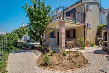 Nerezine, Lošinj, Property 2519 - Apartments near sea with pebble beach.