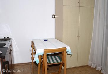 Cres, Dining room in the studio-apartment, dopusteni kucni ljubimci i WIFI.