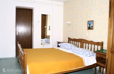 Cres, Bedroom in the room, dopusteni kucni ljubimci i WIFI.