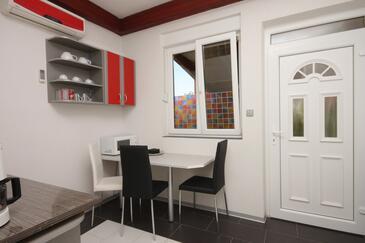 Umag, Blagovaonica u smještaju tipa apartment, dostupna klima, kućni ljubimci dozvoljeni i WiFi.