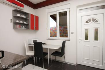 Umag, Dining room in the apartment, air condition available, (pet friendly) and WiFi.