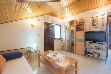 Umag, Obývací pokoj v ubytování typu apartment, s klimatizací, domácí mazlíčci povoleni a WiFi.