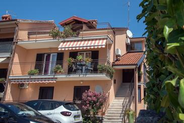 Umag, Umag, Property 2529 - Apartments with sandy beach.