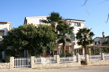 Novigrad, Novigrad, Property 2538 - Apartments and Rooms with pebble beach.
