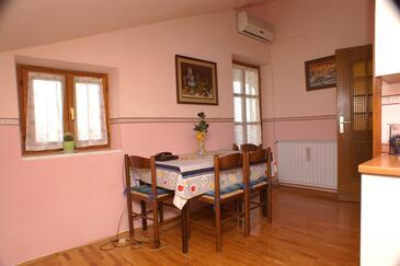 Novigrad, Jídelna v ubytování typu apartment, dostupna klima, dopusteni kucni ljubimci i WIFI.