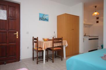 Umag, Jídelna v ubytování typu studio-apartment, WIFI.