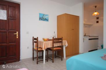 Umag, Dining room in the studio-apartment, WIFI.