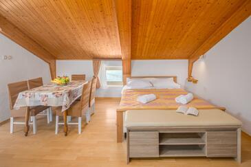Zambratija, Obývací pokoj v ubytování typu apartment, dostupna klima, dopusteni kucni ljubimci i WIFI.