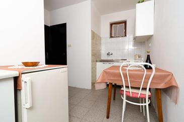 Žuljana, Dining room in the apartment, (pet friendly) and WiFi.