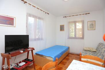 Slatine, Living room in the apartment, (pet friendly) and WiFi.
